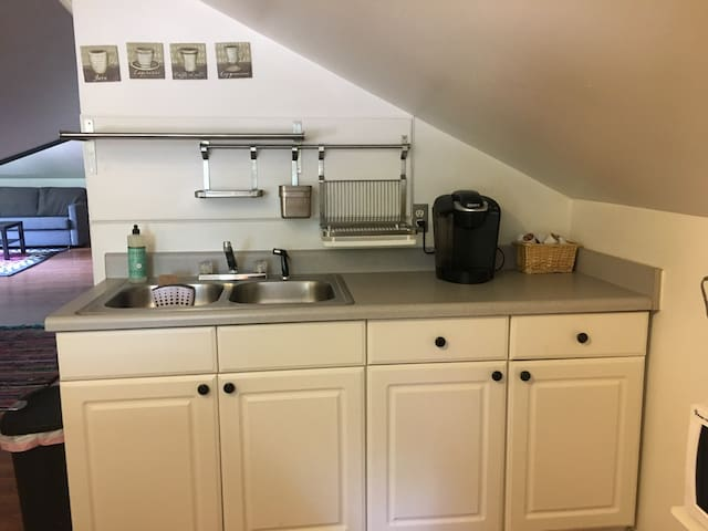 Kitchen sink w/ drying rack and keurig coffee maker