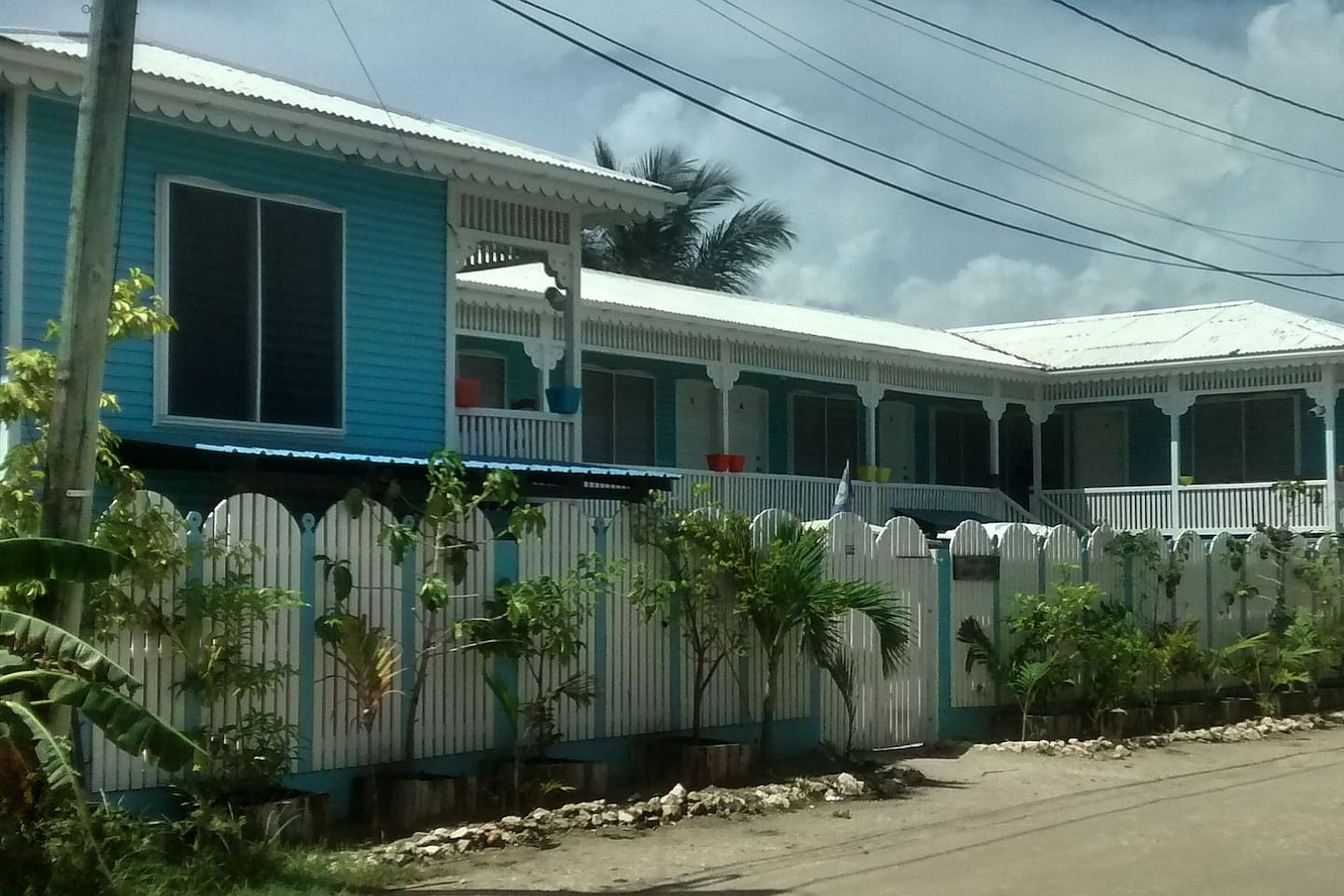 Bakkatown Hostel has Seven single beds with a Lounge, shared bathroom and shower.  Your own single bed with locker and lock, fan, dimmable light and outlets at your night stand make an economical home for your adventures in San Pedro.