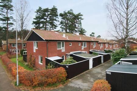 Centralt radhus i Göteborg med naturen runt knuten - Sävedalen - Rumah bandar