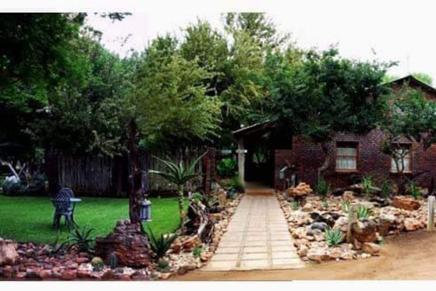 Garden to relax and enjoy the Africa Sun and Birdlife