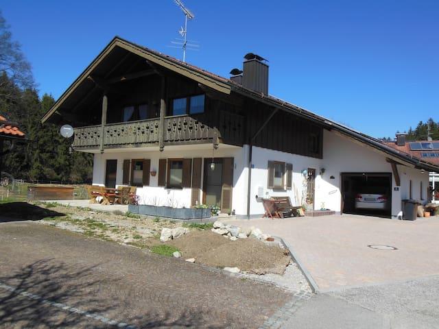 Große Wohnung in schöner Umgebung - Iffeldorf - Lejlighed