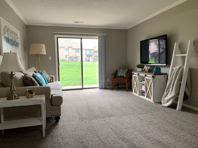 Trendy Overland Park One bedroom Apartment