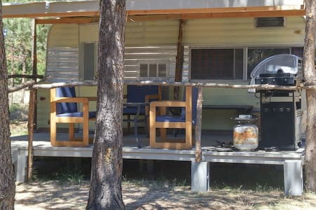 Vintage Trailer at Sun Forest Retreat - La Pine - Camper/RV