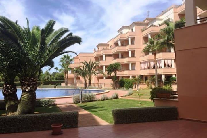 Apartamento luminoso de 2hab y piscina comunutaria