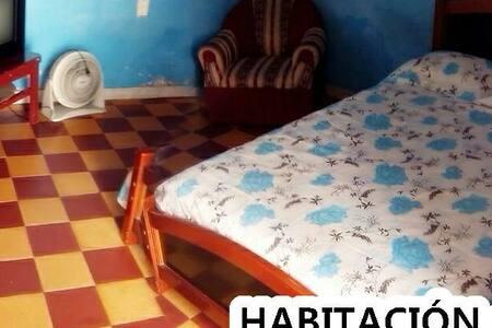 HABITACIÓN CON 1 CAMA COMODA - Guadalajara de Buga, Valle del Cauca, CO