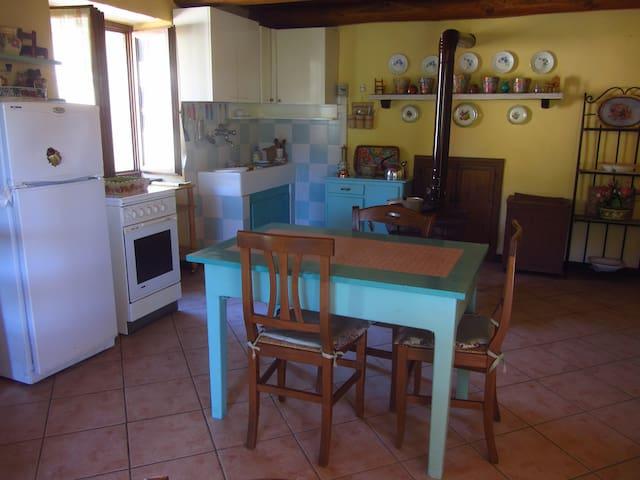 Casa in antica borgata con panorama - Stone House - Noceto Soprano - Rumah