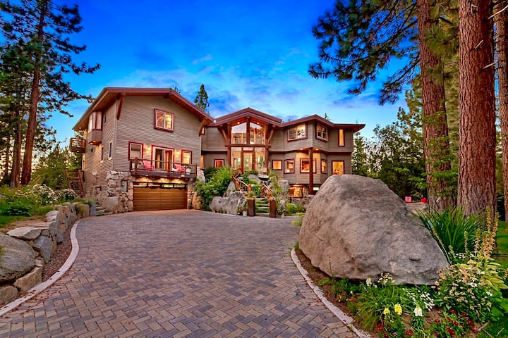 LUXURY LAKE TAHOE LODGE W INTERIOR PRIVATE POOL AND HOT TUB LX25
