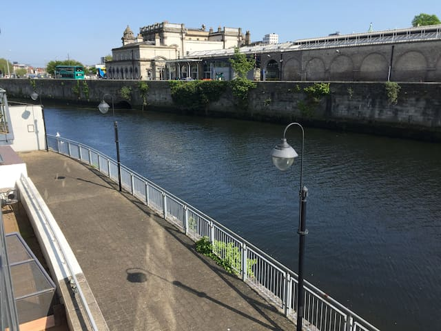 Waterfront Apartment City Centre -(Apt A) -Parking - Dublin