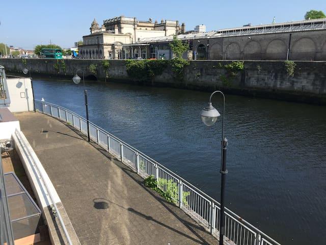 Waterfront Apartment City Centre (Apt A) - Parking - Dublin - Apartment