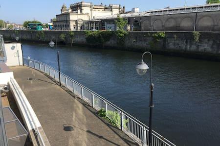 Waterfront Apartment City Centre -(Apt A) -Parking - Dublin