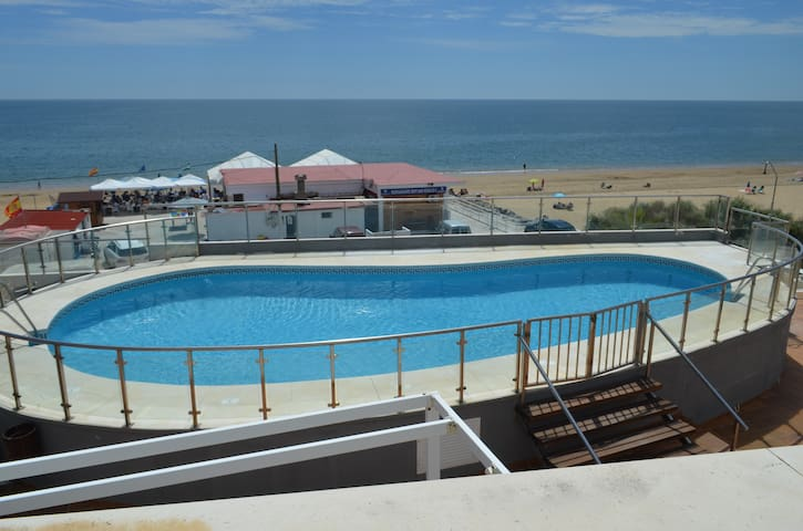 ISLANTILLA, PRIMERA LINEA DE PLAYA,PISCINA,PARKING