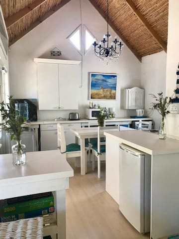 Crystal Surf Cottage: 2 minutes from Ocean+Parking