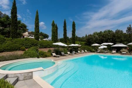 105 sqm Apartment in Villa with swimmingpool