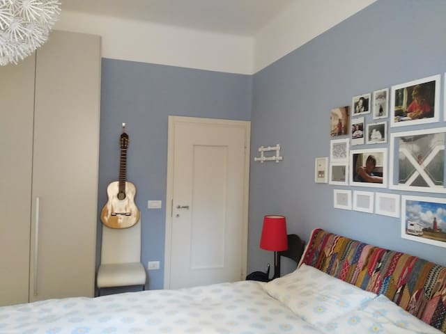 Double room with private parking, near Fiera. - Verona - Pis