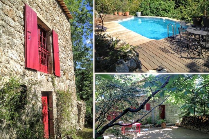 Maison isolée en pleine nature avec piscine