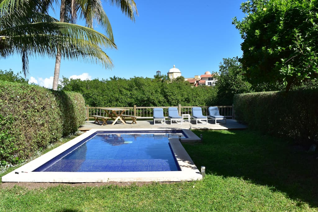 Jardín y Alberca - Garden & Pool