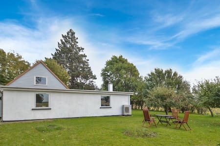 Former farm house with 2 bedrooms on 105m² in Errindlev