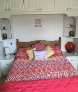 Nice double room situated in a quiet family home - Swanage - Μπανγκαλόου