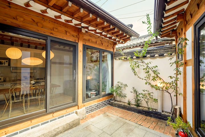 Renovated Hanok with 3 Bedrooms and 3 Bathrooms