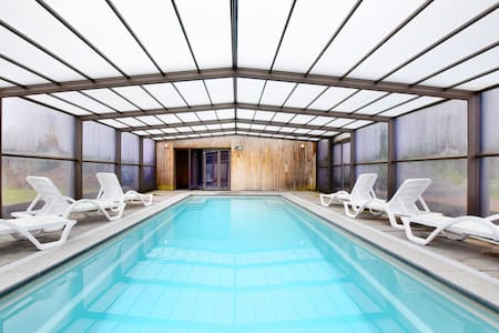 Free Stat Ande luxury villa with swimming pool and sauna