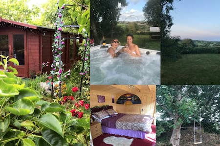 Retreat To The Country *Garden *Hot Tub *Secluded