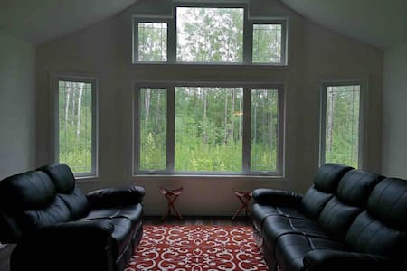 Spacious Cottage close to Winnipeg River, with A/C