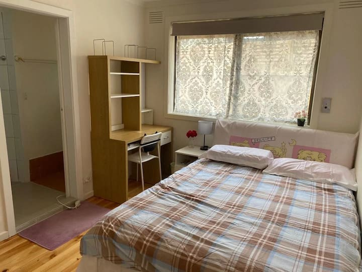 Clayton en-suite RM, close to Hospital and station