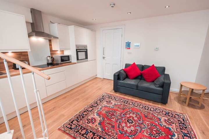 Spacious 1 bed serviced apartment#13