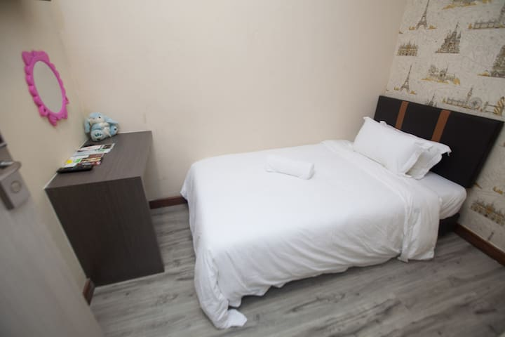 Natol Motel - Paris (Single Room)