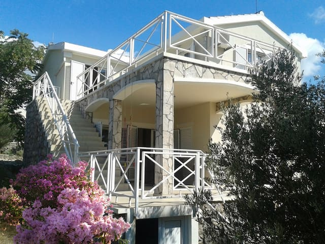 Villa with pool 250 meters from the sea!