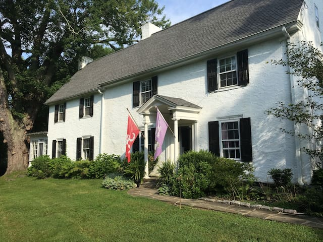Renovated Ardmore Farmhouse-graduation weekend!