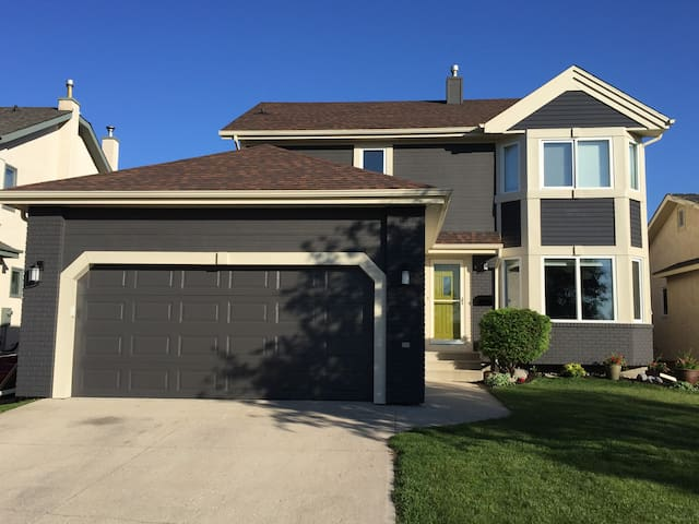 Immaculate Home in Whyte Ridge