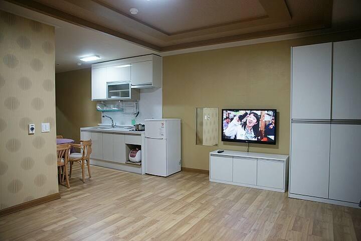 넓은 투룸으로 설계된 편안한 객실 15평 투룸 206호