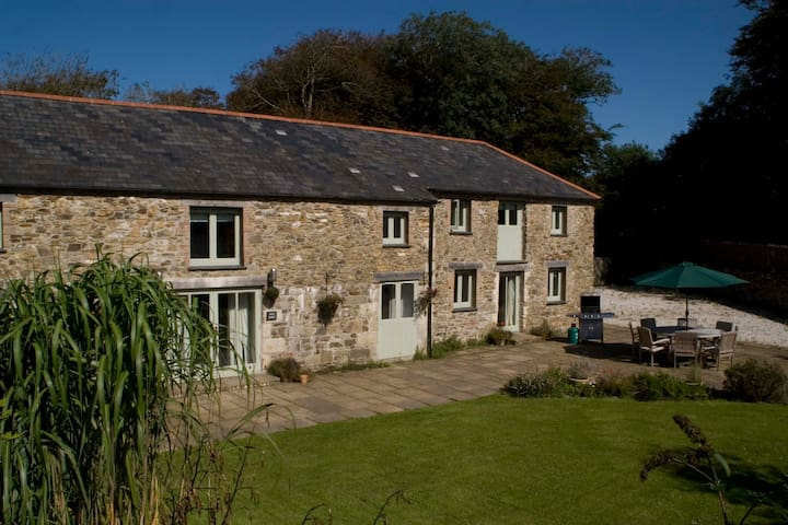 Moo Barn: Charming self-catering cottage, sleeps 8 - Tregony - Holiday home