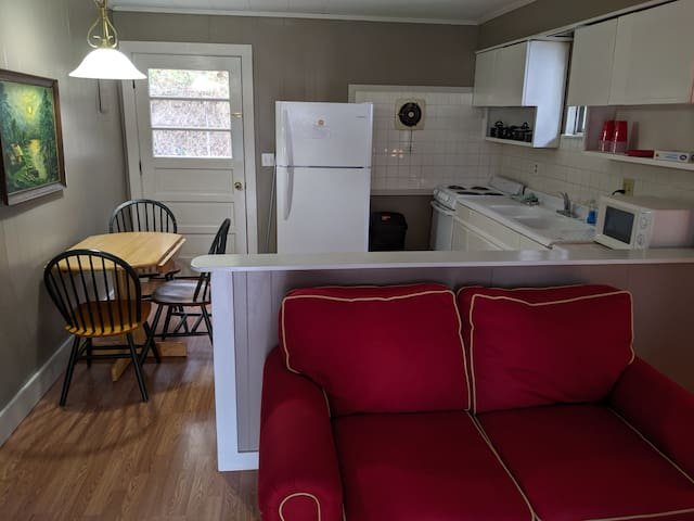 Newly Renovated Two Bedroom Cottage
