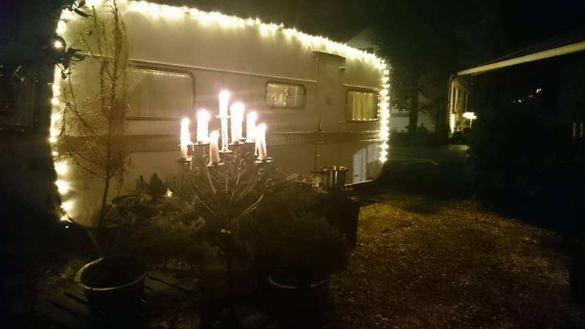 Glamping im Familien Eriba Oldtimer Wohnwagen 1972