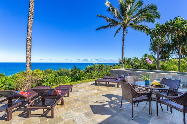 Ocean Bluff, spectacular views, private pool/hot tub.  Lush tropical setting.