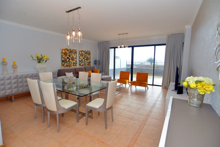 A Modern 3 Bedroom Flat with Garden & Sea-View