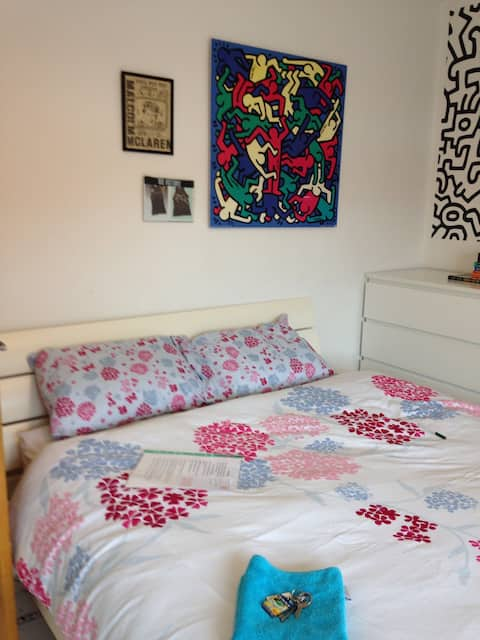 Bright large double room in a family home