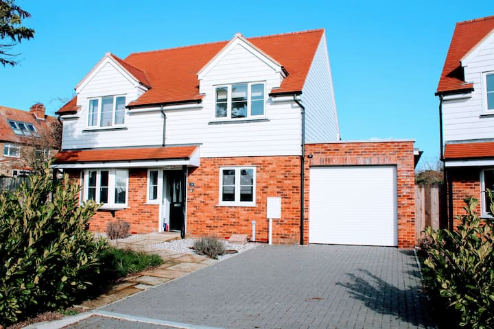 ⭐️⭐️⭐️⭐️⭐️ Flagship Ramsgate Detached House - Hot Tub ✨