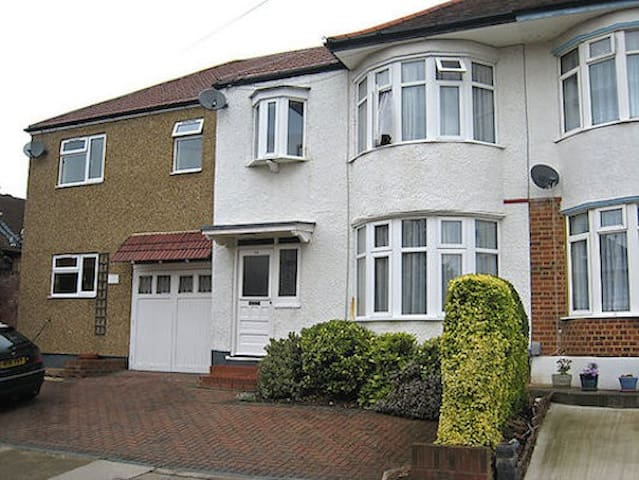 Luminous 7 beds house in Harrow