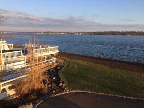 Panoramic Waterfront Views