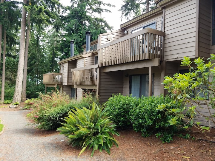 Spacious 2BR townhome in Kala Point, private beach