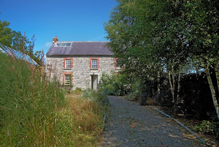 BALLILOGUE STONE HAMLET - 11 BEDROOM PRIVATE OASIS - Kilkenny