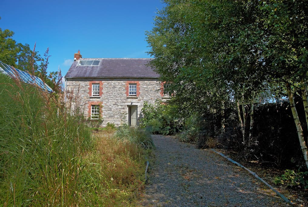 THE STONE HAMLET AT BALLILOGUE - 11 BEDROOM OASIS IN THE KILKENNY COUNTRYSIDE