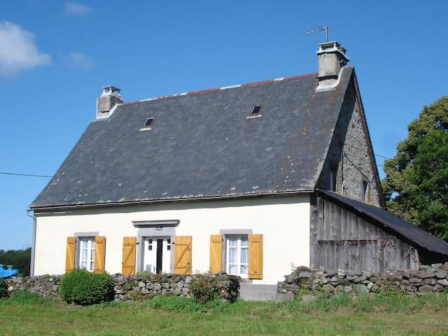 maison de campagne avec vue sur nature et montagne