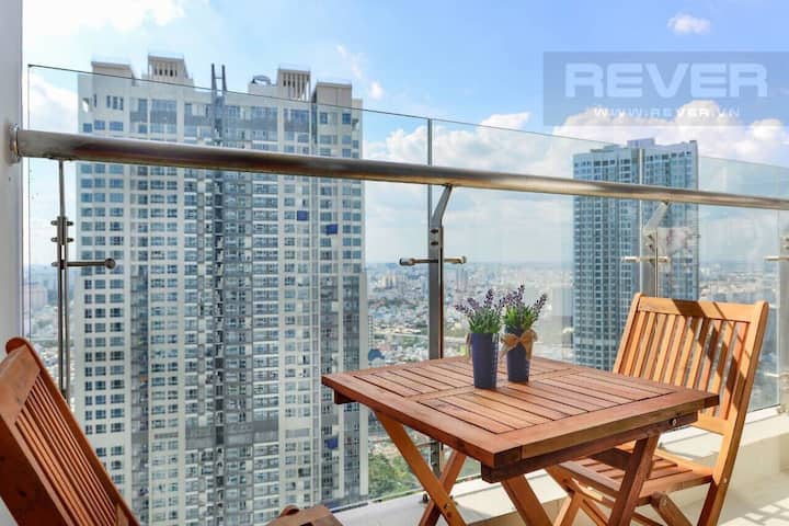 Highrise floor condo w great city view in Vinhomes