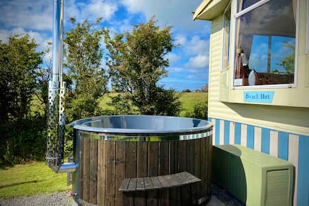 'The Beach Hut' Anglesey PRIVATE HOT TUB sleeps 4