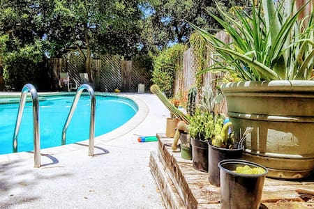 Kestrel House- private guesthouse with pool access