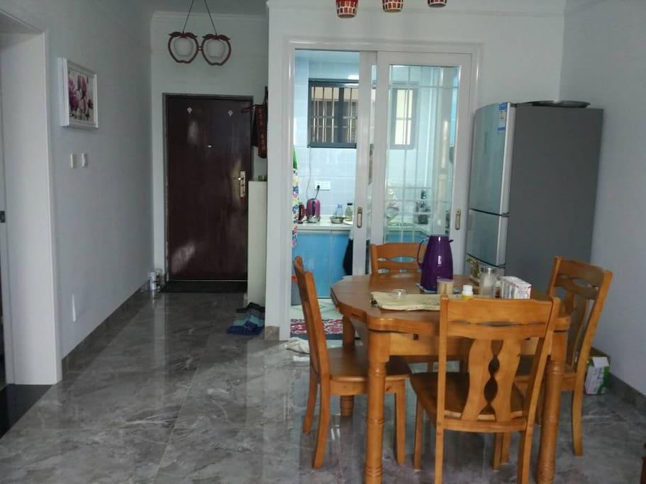 餐厅门厅和厨房
